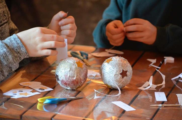 Atelier: fabrication de chaussettes et boules de Noël
